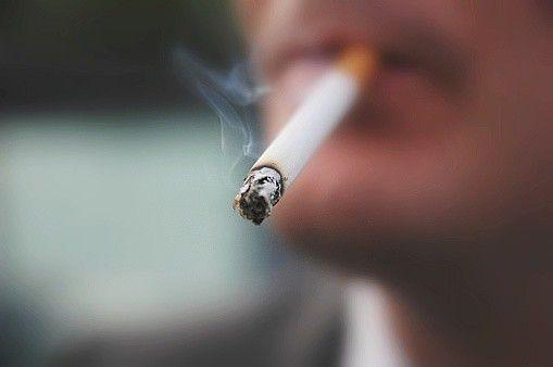 #Hombre con cáncer de garganta mata a compañero que le enseñó a fumar - Pulzo: Pulzo Hombre con cáncer de garganta mata a compañero que le…