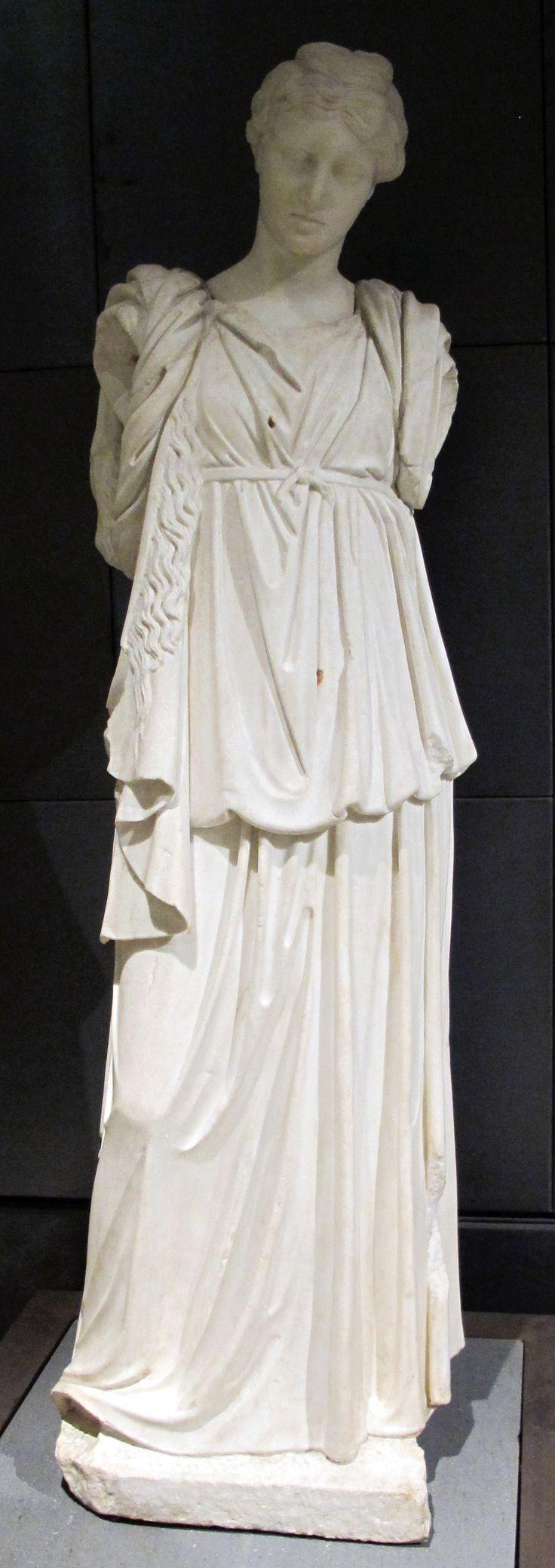 Peplo: abito femminile greco indossato dalle donne prima del 500 a.C.