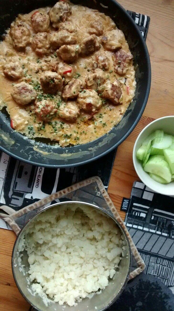 Thai-kanapullat kookoskastikkeessa ja kukkakaaliriisiä