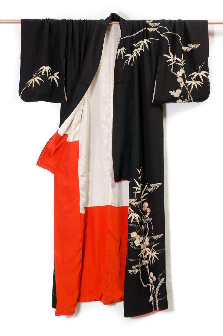 Antique Silk Kimono - Online at Modern Archive Berlin