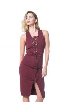 Ένα πραγματικό αριστούργημα από τη Lavish Alice. Αμάνικο midi φόρεμα, σε σαγηνευτικό κόκκινο χρώμα, με βαθύ ντεκολτέ, διακοσμημένο από κορδόνι που περνάει χιαστί κατά μήκος του μπούστου, και σκίσιμο στο μπροστινό μέρος. Αναδείξτε τη θηλυκότητα και το δυναμισμό σας στο έπακρόν! Λεπτομέρειες: % βαμβάκι 25% πολυεστέρας 5% σπάντεξ. Πλύσιμο στο χέρι.