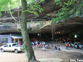 Alabama: Rattlesnake Saloon - In a Cave