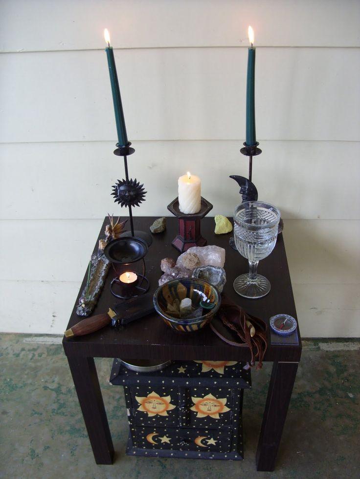 Vještičji Ormar (The Broom Closet): Altar Arrangement