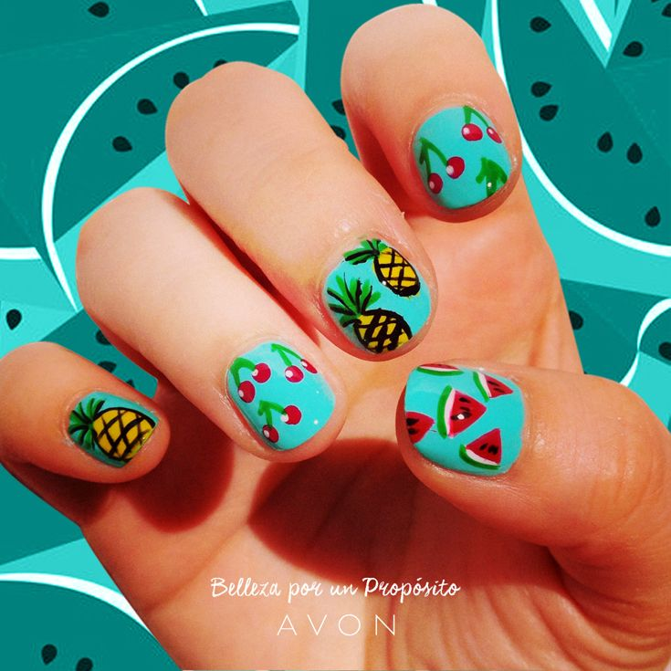 ¡Sumale juventud a tus uñas con un nail art a puro verde!