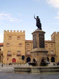 Monumento a Don Pelayo - Gijón (Spain)