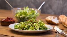 Omas Endiviensalat, ein beliebtes Rezept aus der Kategorie Gemüse. Bewertungen: 49. Durchschnitt: Ø 4,6.