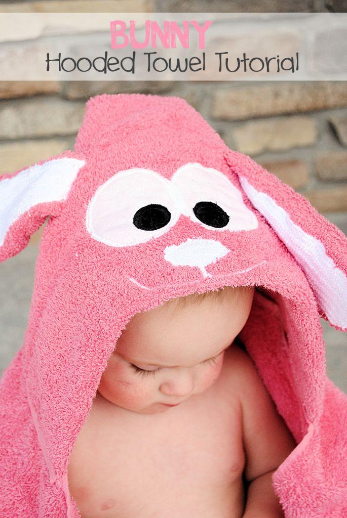Conejito con capucha Tutorial toalla por CrazyLittleProjects.com # encapuchada toalla # # conejito de Pascua