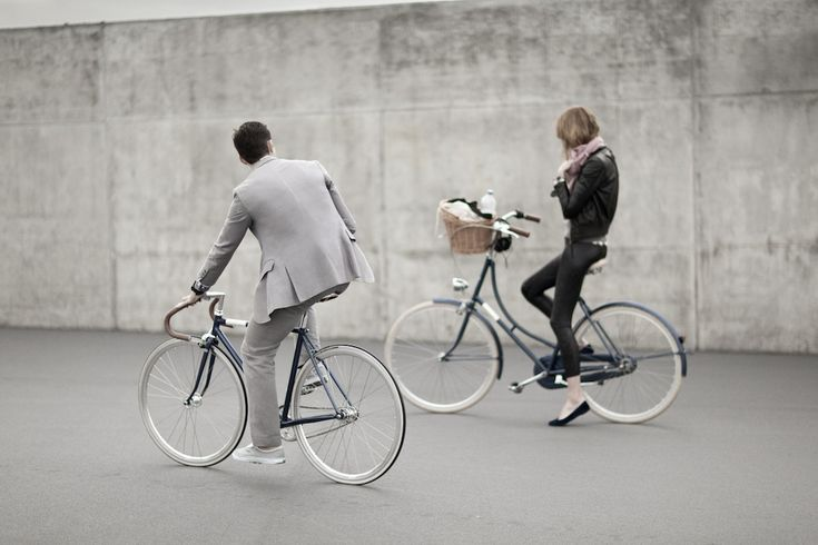 Of course, the chap's on the wrong style of bike... London Cycle Chic: Creme de la Creme