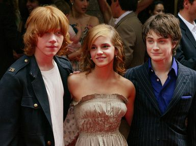 実はワンダーランド誌でローリング氏にインタビューしたのは、シリーズの映画でハーマイオニー役を演じた英女優エマ・ワトソン(Emma Watson)だ。ワトソンはローリング氏の意見に同意し、「ファンの中には、ロンは本当に彼女を幸せにすることができたのかしらと思っている人もいると思う」と話している。- AFP | ハリポタ作者が後悔?「ハーマイオニーはハリーと結婚するべきだった」