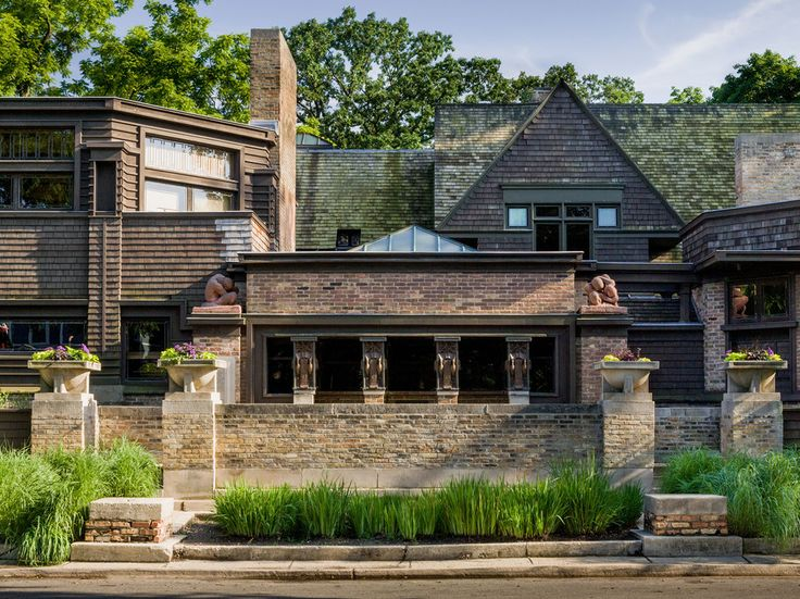10 Reasons to Visit the Chicago Suburbs - Frank Lloyd Wright Home and Studio, Oak Park, Illinois   Just outside Chicago in Oak Park stands the Frank Lloyd Wright Home and Studio. While Wright was not a native of the area, Chicagoans love to claim him as their own, and they're rightfully proud of the architectural marks he left on the city. Today, his Oak Park address serves as a museum, but from 1889 to 1909, it served as Wright's home and studio.