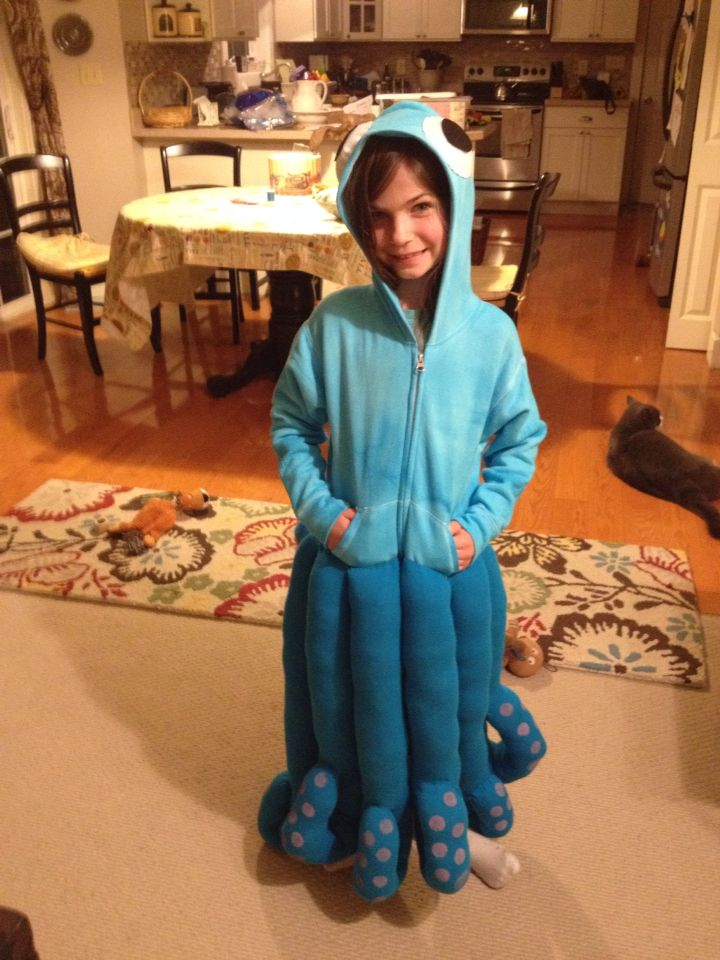 Octopus costume! Super easy with tights, hoodie and felt for eyes!