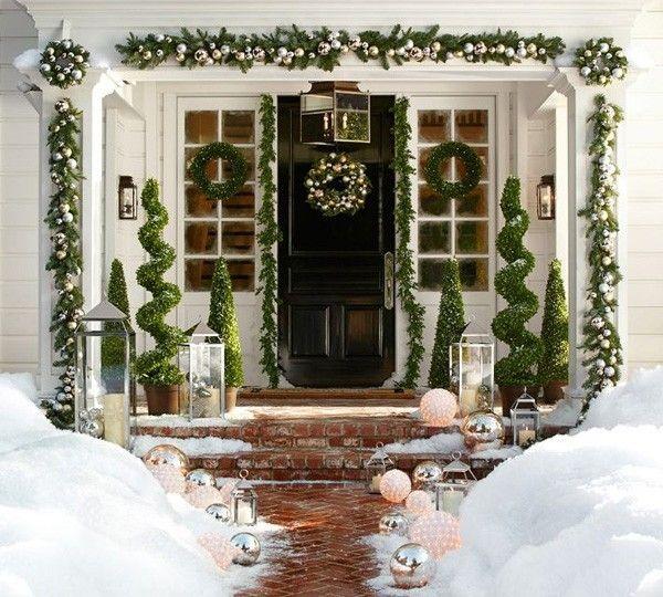 Decorazioni natalizie per il vialetto