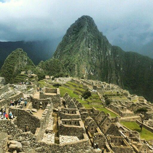 Una de las 7 maravillas del mundo. Machu Picchu is ancient place to take a breake of incas. This place is full good vibes.