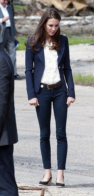 Kate Middleton, so classic.  Love the ankle length skinny pants with ruffled shirt.  Celeb Style « Brillare Style
