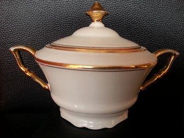 porcelánová cukřenka, značená slepené víčko, není to moc vidět