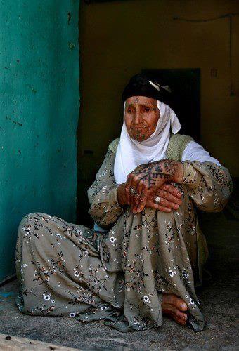 KURDİSH WOMAN TATTOOED