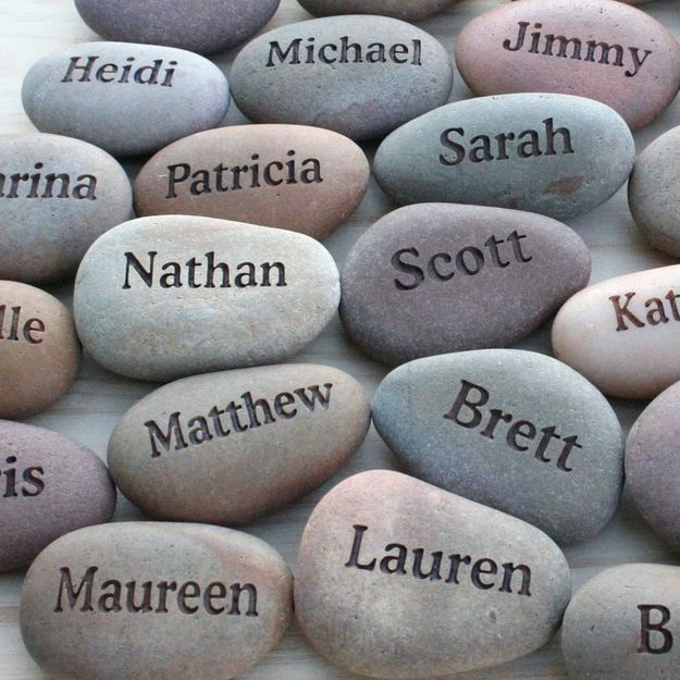 Place cards and wedding favors Engraved stones | Community Post: 20 Wedding Favors They Might Actually Want