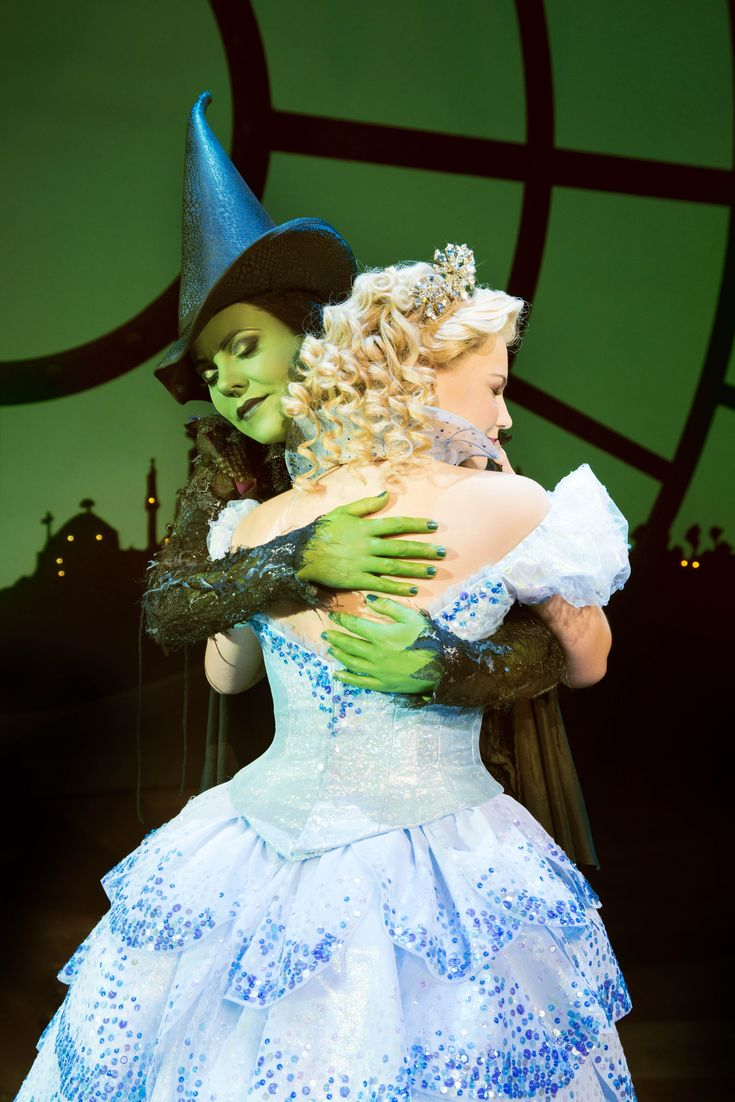 Wicked London_Suzie Mathers (Glinda) and Rachel Tucker (Elphaba), Photo by Matt Crocket.  Click here: https://www.fromtheboxoffice.com/city/2957-london/2GXJ-wicked/