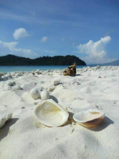 Pantai Pulau Sebuku, Photo By @nurullnoe