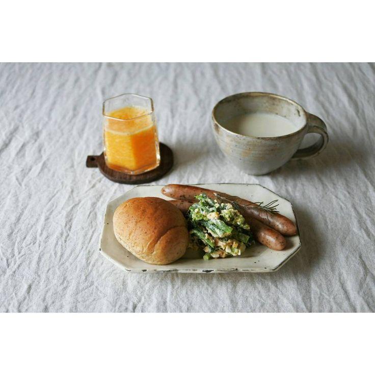 3,748 個讚,67 則留言 - Instagram 上的 maki(@mamorai86):「 朝ごはん☀  #全粒粉パン #菜の花サラダ #バジルソーセージ #カブの豆乳ポタージュ  #ポンカンのスムージー… 」