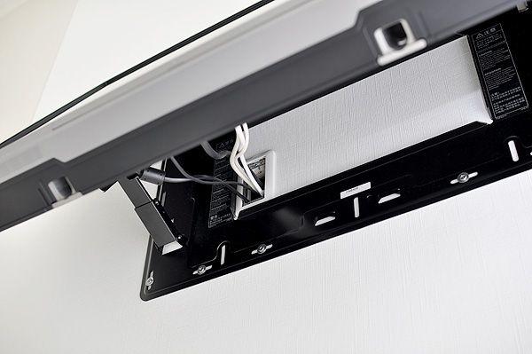 壁掛け薄型テレビの後ろ側…設置方法はもちろん壁掛け金具。配線も隠蔽! - 白い生活 ~ MINI GARAGE HOUSE