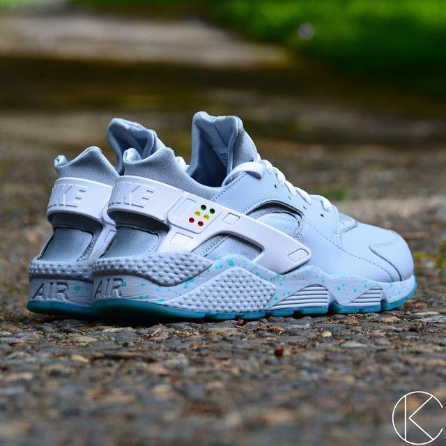 Custom Air Mag Huaraches! Available in men's and women's sizes in my etsy  shop! | Nike air Huarache | Pinterest