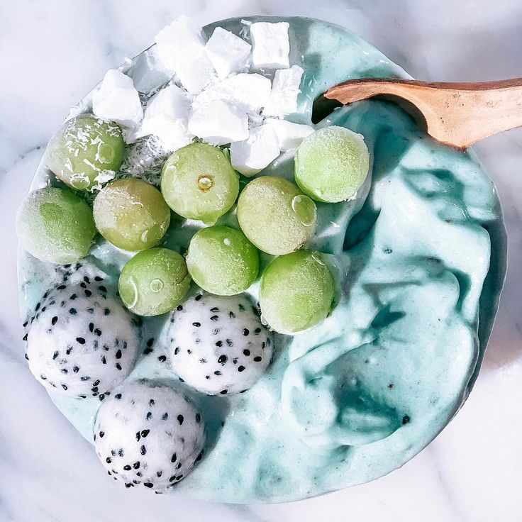 Aqua Green Grape Smoothie Bowl ❄️ Topped it with frosty grapes, coconut cubes and dragonfruit balls! ✔️ The Recipe: I blended 1/4 cup of chilled young coconut, 2 frozen bananas, handful of frozen grapes, 1 Tbsp coconut cream, and pinch of blue spirulina in a high speed blender until nice n' creamy! Taste so heavenly! Happy Monday!