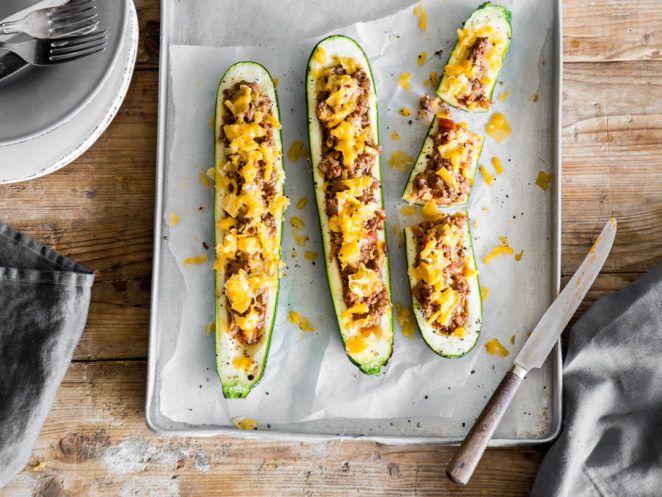 Gefüllte Zucchini mit Hackfleisch und Cheddar