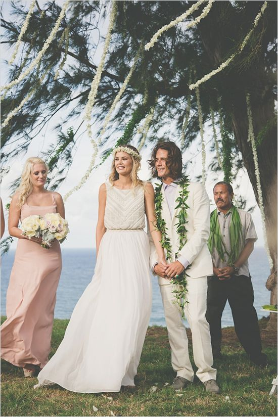 Hawaiian Wedding Ideas #outdoorwedding #hawaiianwedding #weddingchicks http://www.weddingchicks.com/2014/04/23/destination-hawaiian-wedding/