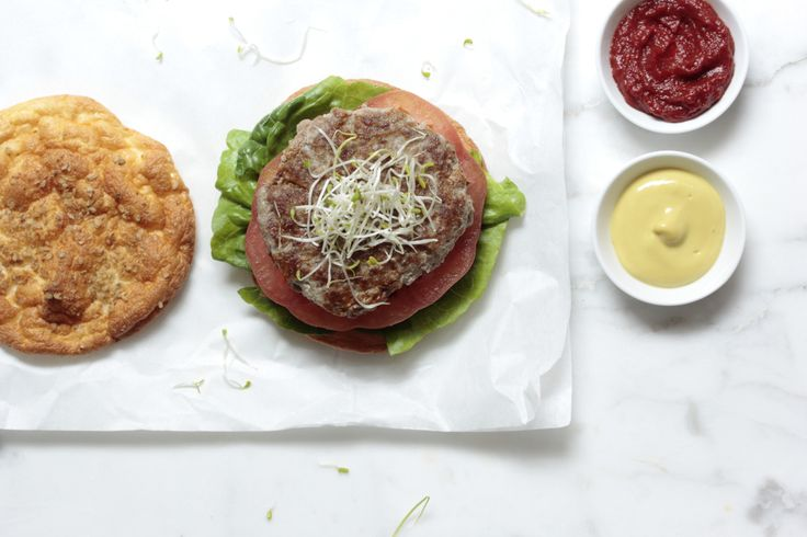 Lust auf Burger? Wir haben ein leckeres Rezept für die gesunde Variante mit wenigen Kohlenhydraten und viel Eiweiß. Zum Abnehmen oder für den Muskelaufbau.