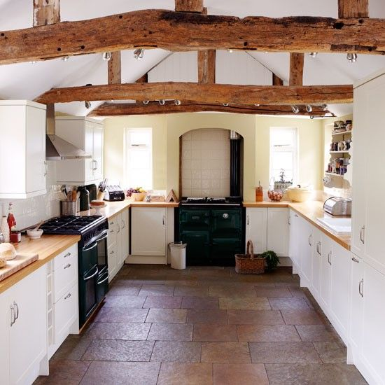 I want an old fashioned house. I  love this kitchen its like living in a cottage!