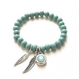 Bracelet / armband gemaakt van houten kraaltjes. De kleur is mintgroen. Met een…
