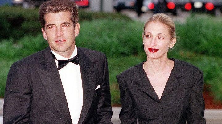 Σχεδόν 20 χρόνια μετά τον θάνατο του Τζον Φ. Κένεντι Τζούνιορ και της συζύγου του Κάρολιν Μπέσετ σε αεροπορικό δυστύχημα, το αμερικανικό ...