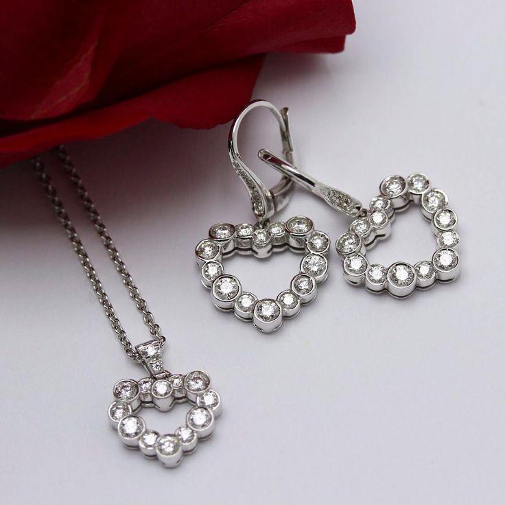#leopizzo #earrings #necklace #hearts #love #amore #happy #sanvalentino #regalo #romantico #gioielli #madeinitaly #handmade #milano #roma #taormina #cute #insieme#noi#forever#romantica#romantic#celebrate#abidjan#madewithlove#catania#sicily#italy