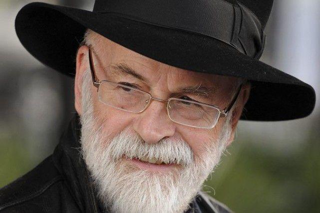 Sortie du dernier roman de Terry Pratchett, décédé en mars /  L'écriture de The Shepherd's Crown, 41e et dernier épisode de la saga Les annales du disque-monde, a été achevée l'été dernier avant que Terry Pratchett ne soit affecté par les derniers stades d'une forme rare de la maladie d'Alzheimer, l'APC (atrophie corticale postérieure), qui lui a été fatale.