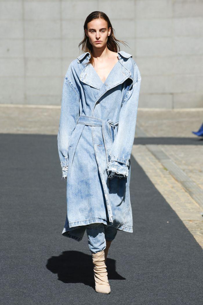 ec9d01f55540cab 15 модных трендов 2019 в женской одежде | Одежда | Одежда, Джинсовый ...