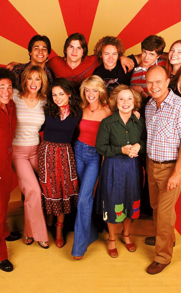 """That '70s Show"" cast. For the first time in forever red is smiling!"