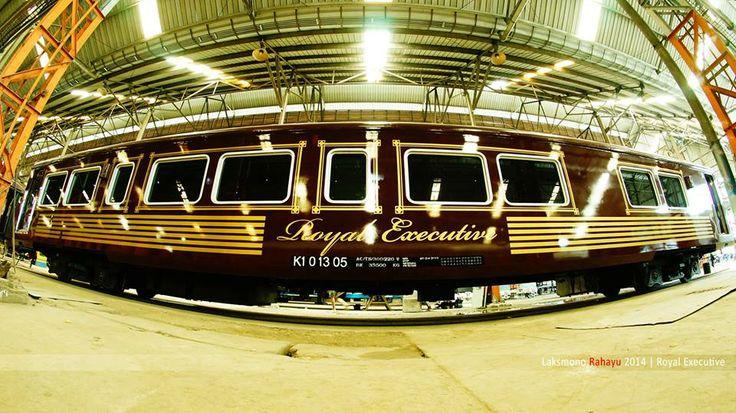 "Kereta Wisata ""Royal Executive"" Updated about a month ago Diambil dengan Camera SONY NEX-5R + Lensa Samyang 8mm f/3.5 Fish Eye  © 2014 Laksmono, All rights reserved"