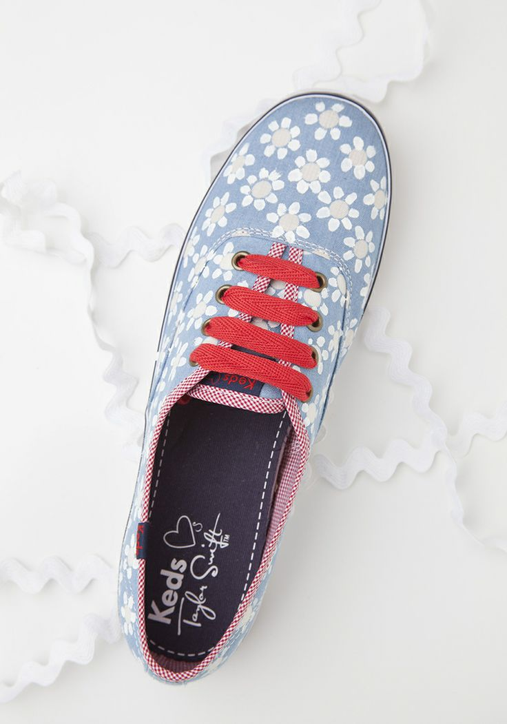DIY Keds  Needed:  ·Mock keds or vans ·Bleach pen  ·Yellow paint ·Q-tips and paint brushes