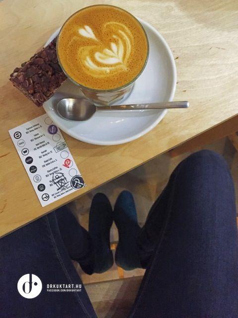 Flat white - Kibugu Coop - Kontakt Coffee - Budapest - More: http://drkuktart.blog.hu/2015/03/23/budapest_coffee_tour