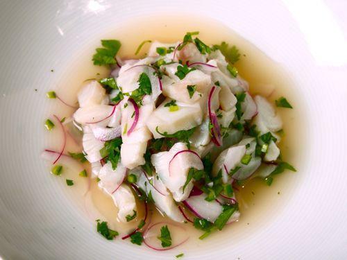 Este es el plato nacional de Perú. No hay cocina porque el ácido del jugo de cítricos cocina el pescado. -LS