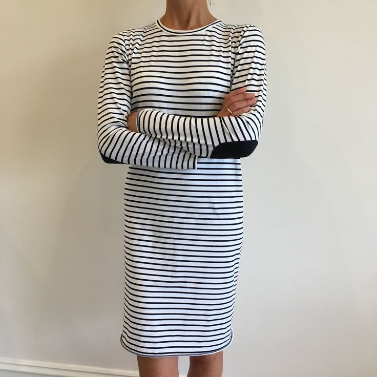 Because every woman needs a striped dress in her wardrobe, we bring you the ST TROPEZ dress. Layer this beauty with our ISABELLE jacket for an effortless yet stylish look ✖