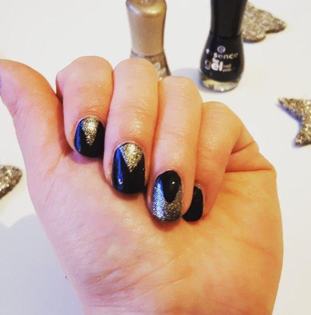 3 Diy last minute holiday nails inspo #kynzah www.kynzah.com