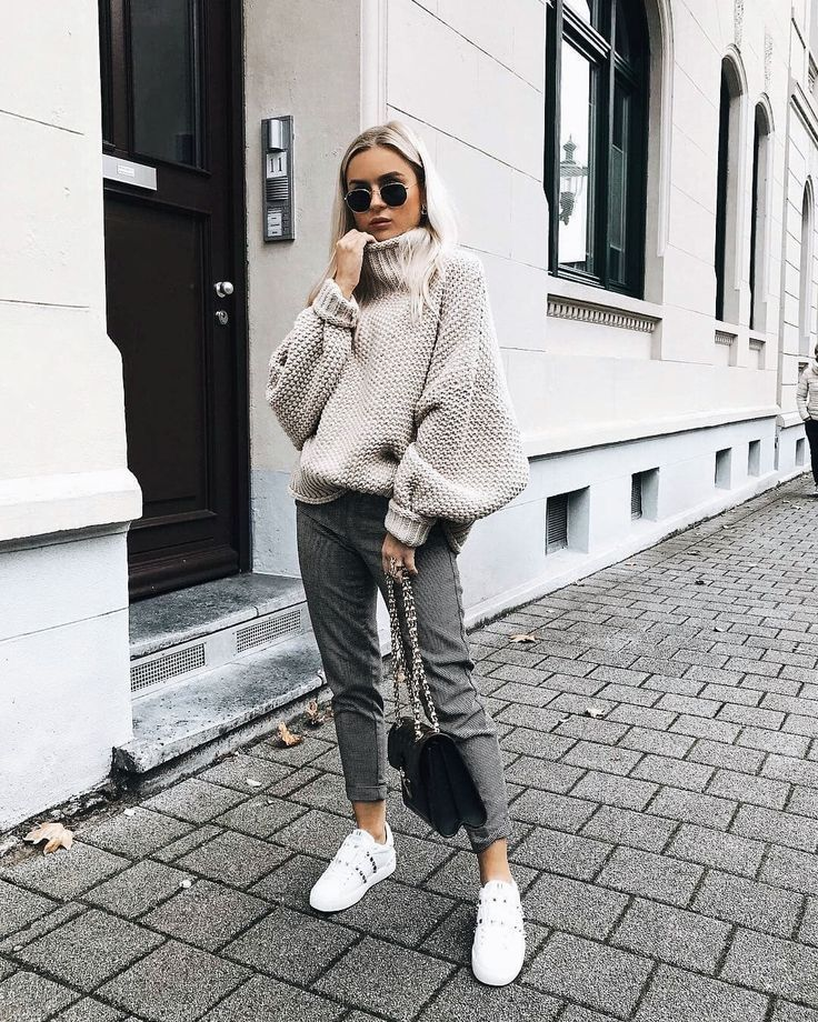 Yes, I want to dress like this! Oversized turtleneck sweater with puffed sleeves …   – Stil inspiration