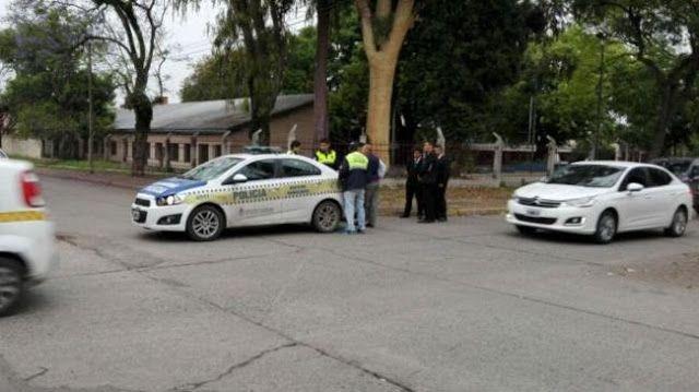 """MATARON A UNA MUJER EN UNA PLAZA EN TUCUMAN   Mataron a una mujer en una plaza en TucumánLa víctima fue asesinada de dos puñaladas en el pecho en la plaza de barrio Jardín. Una mujer fue asesinada este miércoles de dos puñaladas en el torax en la plaza de barrio Jardín en la zona oeste de la capital según informó la Policía. El hecho delictivo se produjo a escasas horas de que se lleve a cabo en todo el país la protesta """"Miércoles Negro"""" una convocatoria contra la violencia machista que…"""