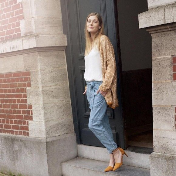 Look tendance printemps 2016 : gilet oversized imprimé + pantalon carrot en denim bleu clair + escarpins jaunes http://www.taaora.fr/blog/post/idee-look-tendance-printemps-2016-gilet-imprime-pantalon-denim-escarpins-jaune-ocre