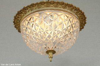 Klassieke plafonniere 25491 bij Van der Lans Antiek. Bekijk al onze lampen op www.lansantiek.com