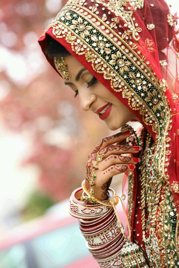 Simplify of an Indian bride can be seen in her eyes