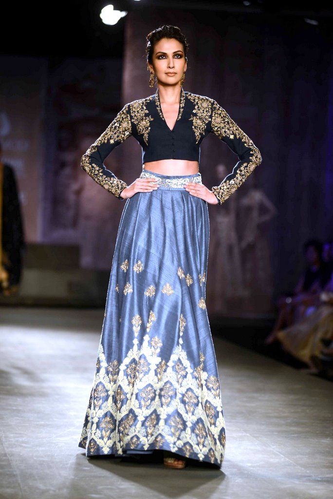 Anju Modi for Delhi Couture week 2014. #perniaspopupshop #designer #beautiful #artistic #creative #aesthetic #exquisite #chic #style #fashion #trends #gorgeous #glamorous #AnjuModi #label #love
