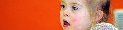 06/09/13. Trisomie 21 : vers de nouveaux traitements ? Des chercheurs américains ont identifié une molécule qui permet d'inverser des symptômes de la trisomie 21 chez des souris traitées à la naissance, selon leurs travaux publiés mercredi qui pourraient ouvrir la voie à des traitements pour les humains. LIRE SUR http://informations.handicap.fr/art-a-l-etranger-63-6292.php